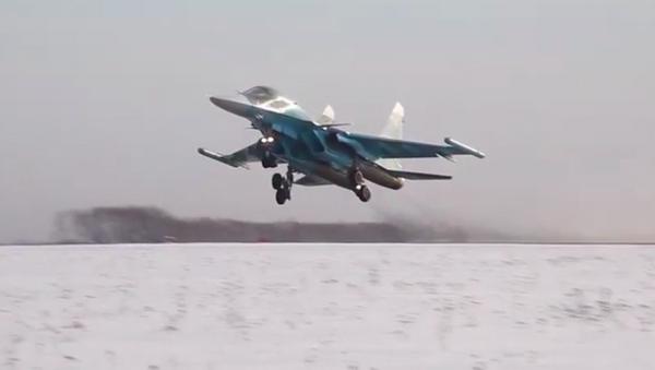 Los bombarderos Su-34 muestran sus impresionantes capacidades - Sputnik Mundo