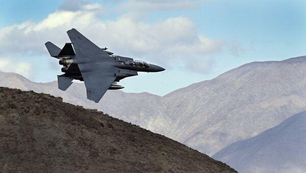 Un F-15E Strike Eagle (archivo) - Sputnik Mundo