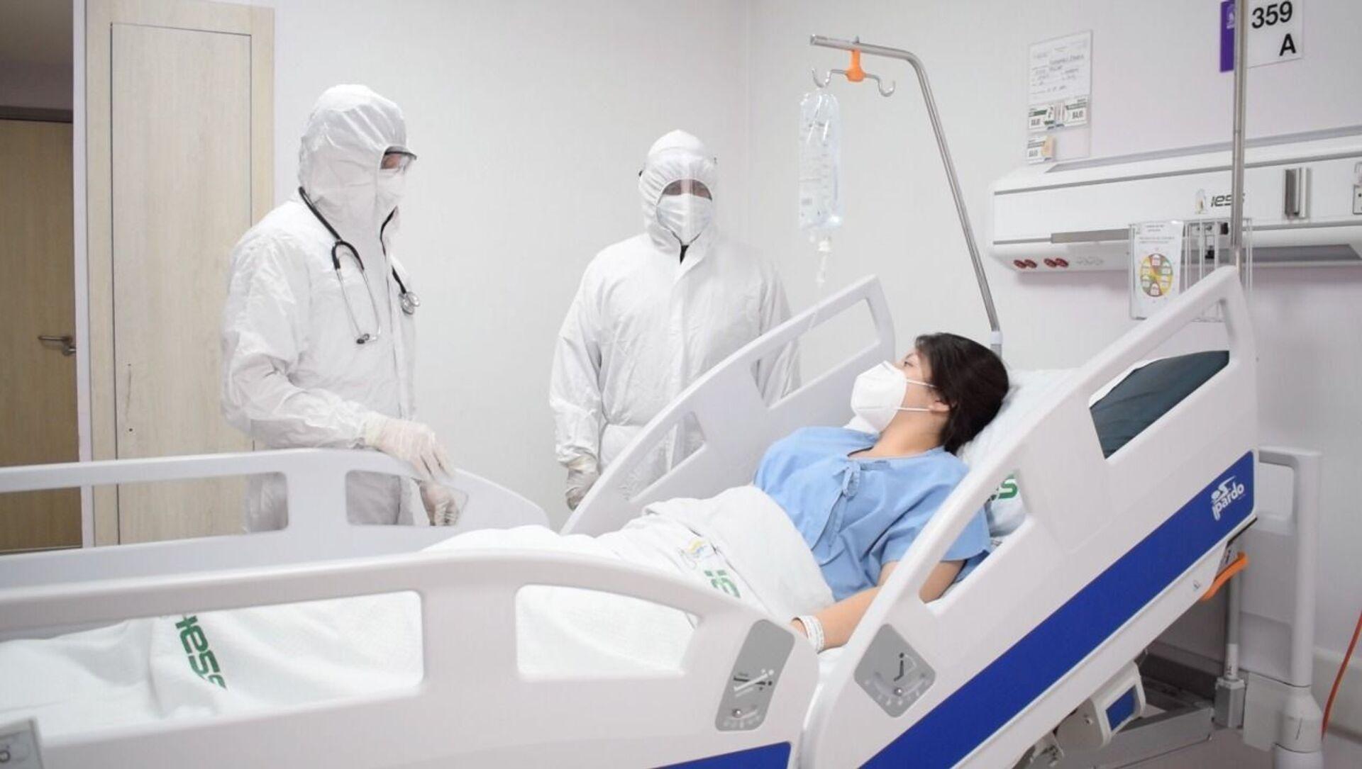 Foto interna del hospital: sala de internación de pacientes con COVID-19 del hospital del IESS - Sputnik Mundo, 1920, 04.02.2021