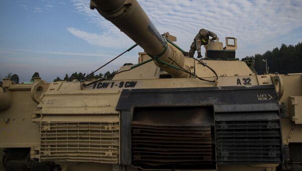 Un tanque Abrams en Lituania - Sputnik Mundo