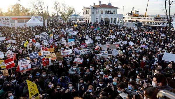 Protestas en una universidad turca - Sputnik Mundo