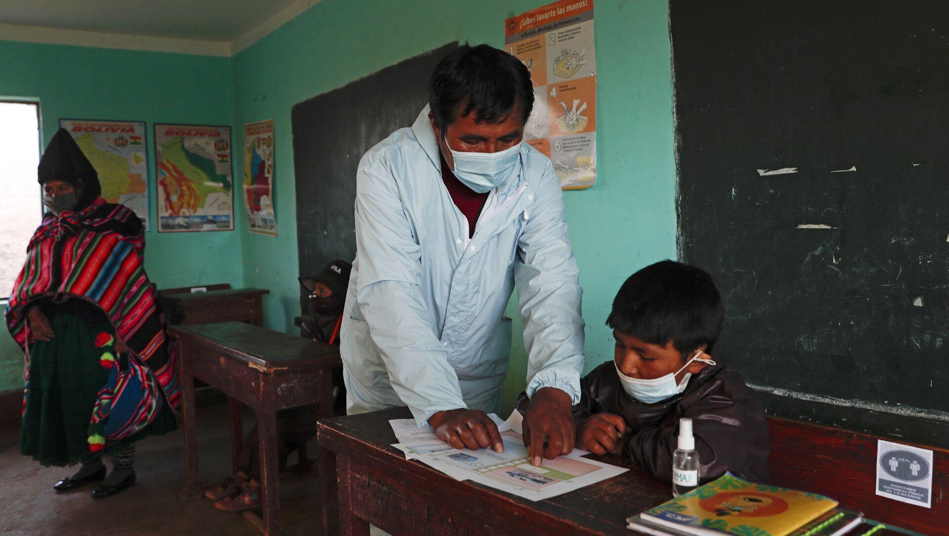 Un niño de una comunidad Aymara en Bolivia retoma las clases en 2021 - Sputnik Mundo, 1920, 05.02.2021