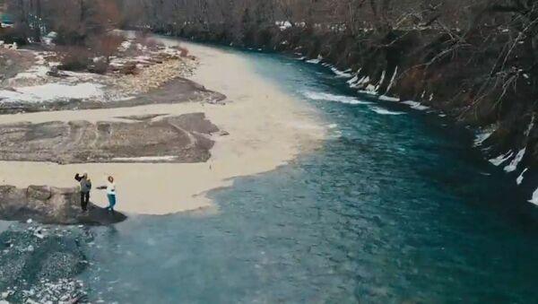 El encuentro de los ríosBelaia y Zholobnaia en Rusia - Sputnik Mundo