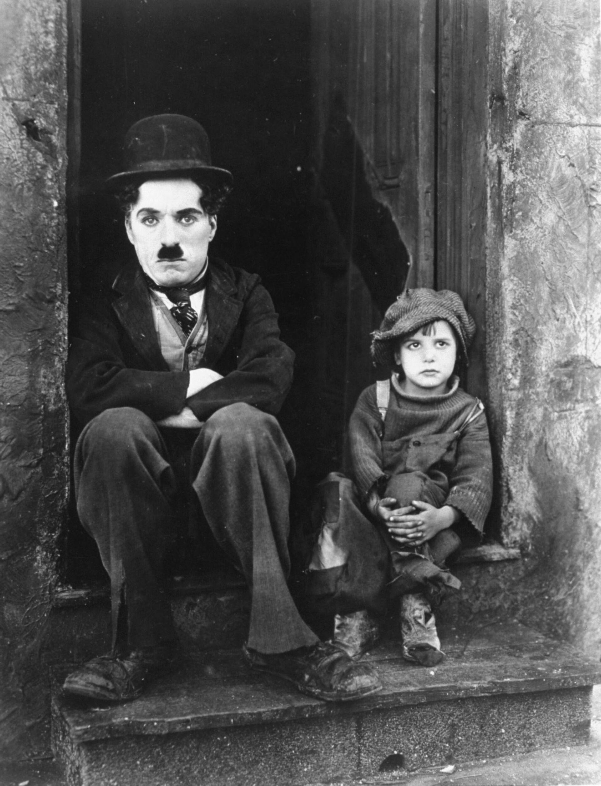 Charles Chaplin y Jackie Coogan durante la grabación de 'El chico' - Sputnik Mundo, 1920, 11.02.2021
