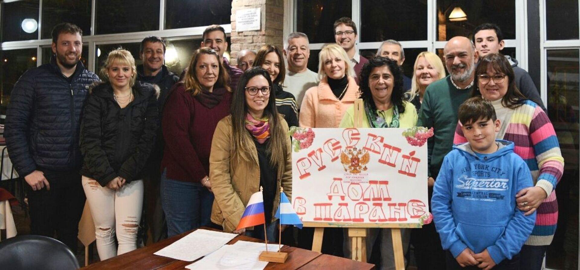 Integrantes de la Casa de Rusia de Paraná, Argentina  - Sputnik Mundo, 1920, 11.02.2021