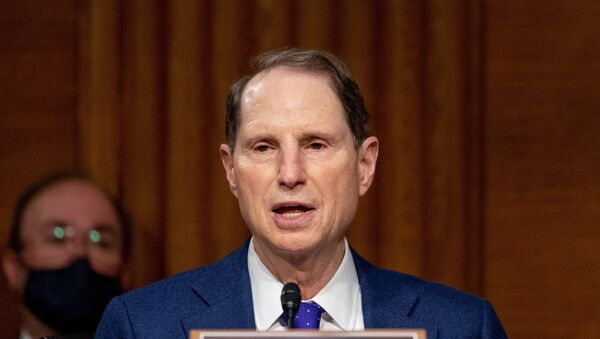 Ron Wyden, senador demócrata de EEUU - Sputnik Mundo