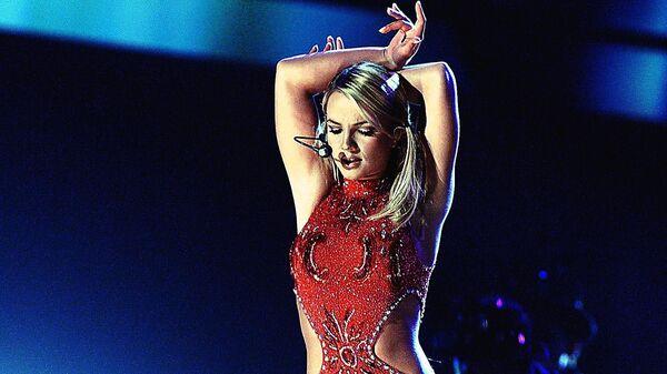 La cantante Britney Spears en febrero de 2000 - Sputnik Mundo