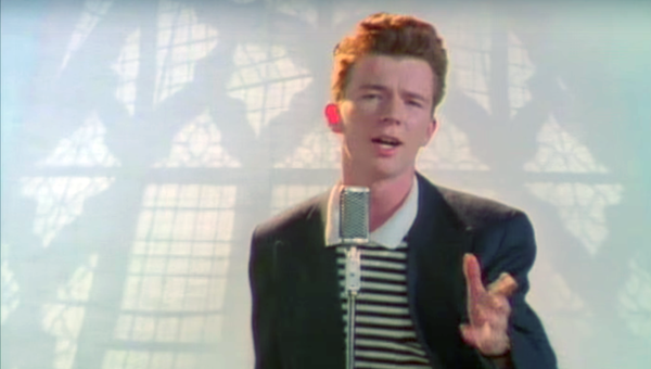 El vídeo musical 'Never Gonna Give You Up', captura de pantalla - Sputnik Mundo