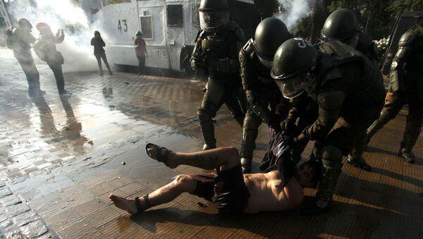 Protestas en Santiago de Chile por la muerte del artista callejero - Sputnik Mundo
