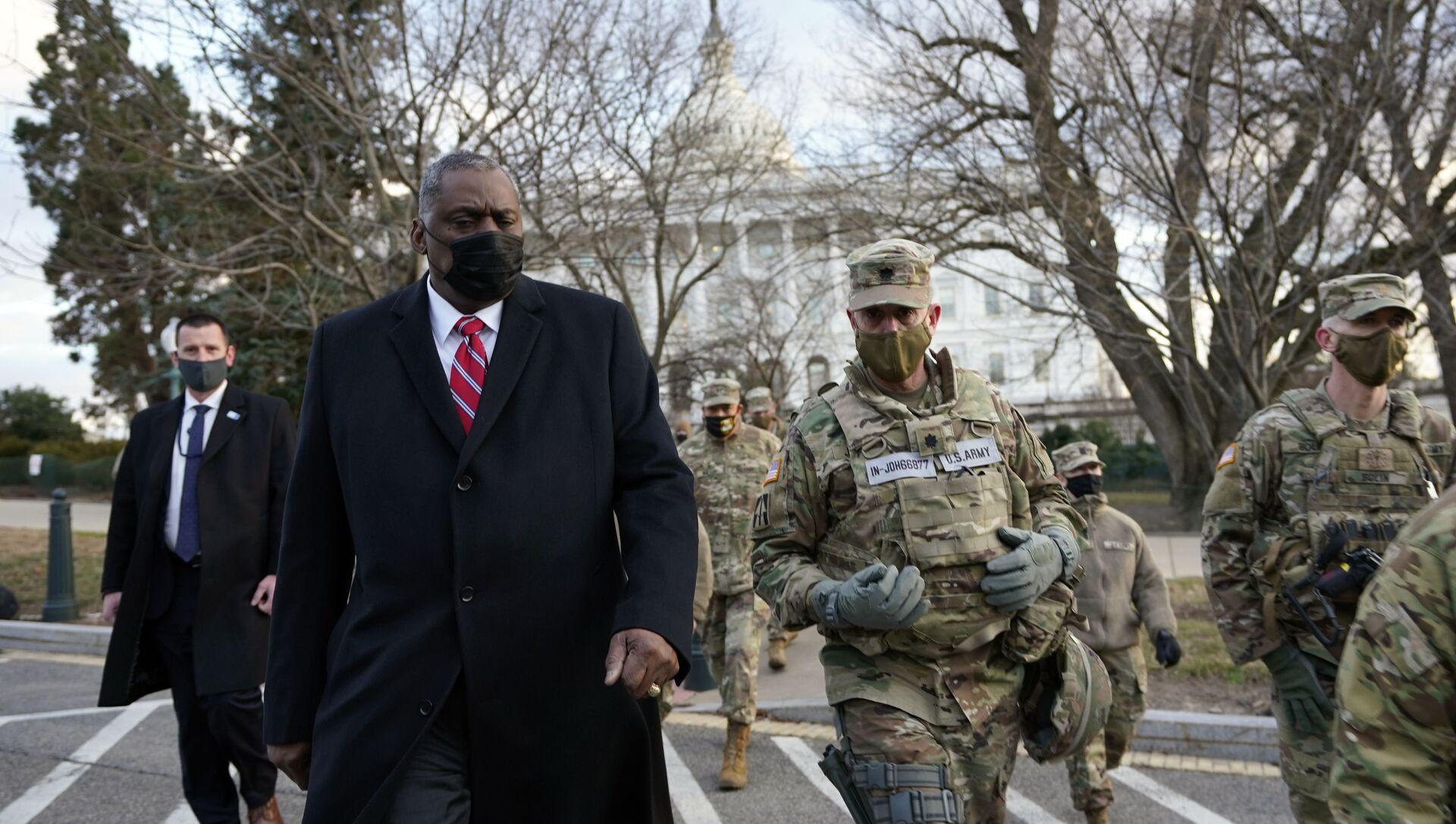 El secretario de Defensa de EEUU, Lloyd Austin, visita a las tropas de la Guardia Nacional desplegadas en el Capitolio, el 29 de enero de 2021, Washington, EEUU. - Sputnik Mundo, 1920, 07.02.2021