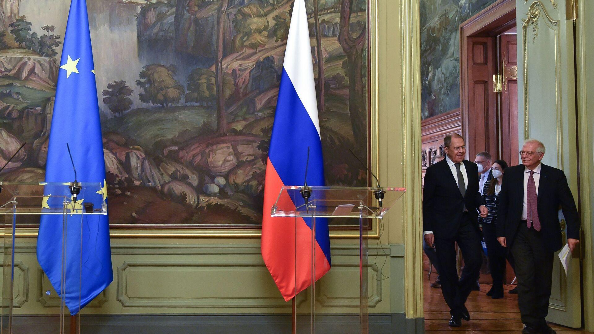 El jefe de la diplomacia europea, Josep Borrell, junto al canciller de Rusia, Serguéi Lavrov - Sputnik Mundo, 1920, 21.04.2021