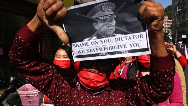 El mundo protesta contra el golpe militar en Birmania - Sputnik Mundo