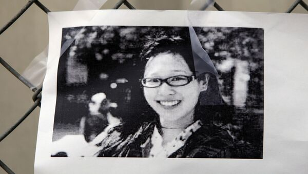 Una foto de Elisa Lam en una valla fuera del Hotel Cecil - Sputnik Mundo