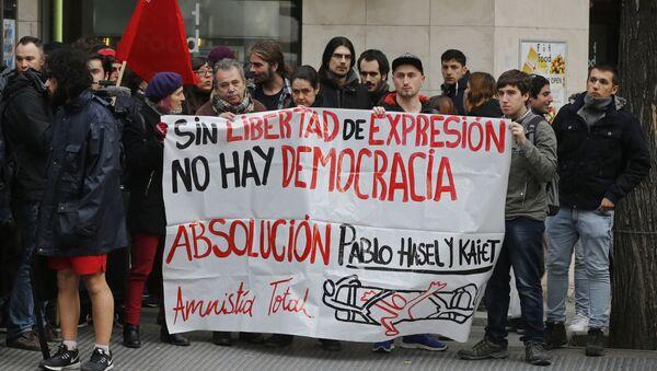 Manifestación de apoyo a Pablo Hasél y por la libertad de expresión en España en 2018 - Sputnik Mundo