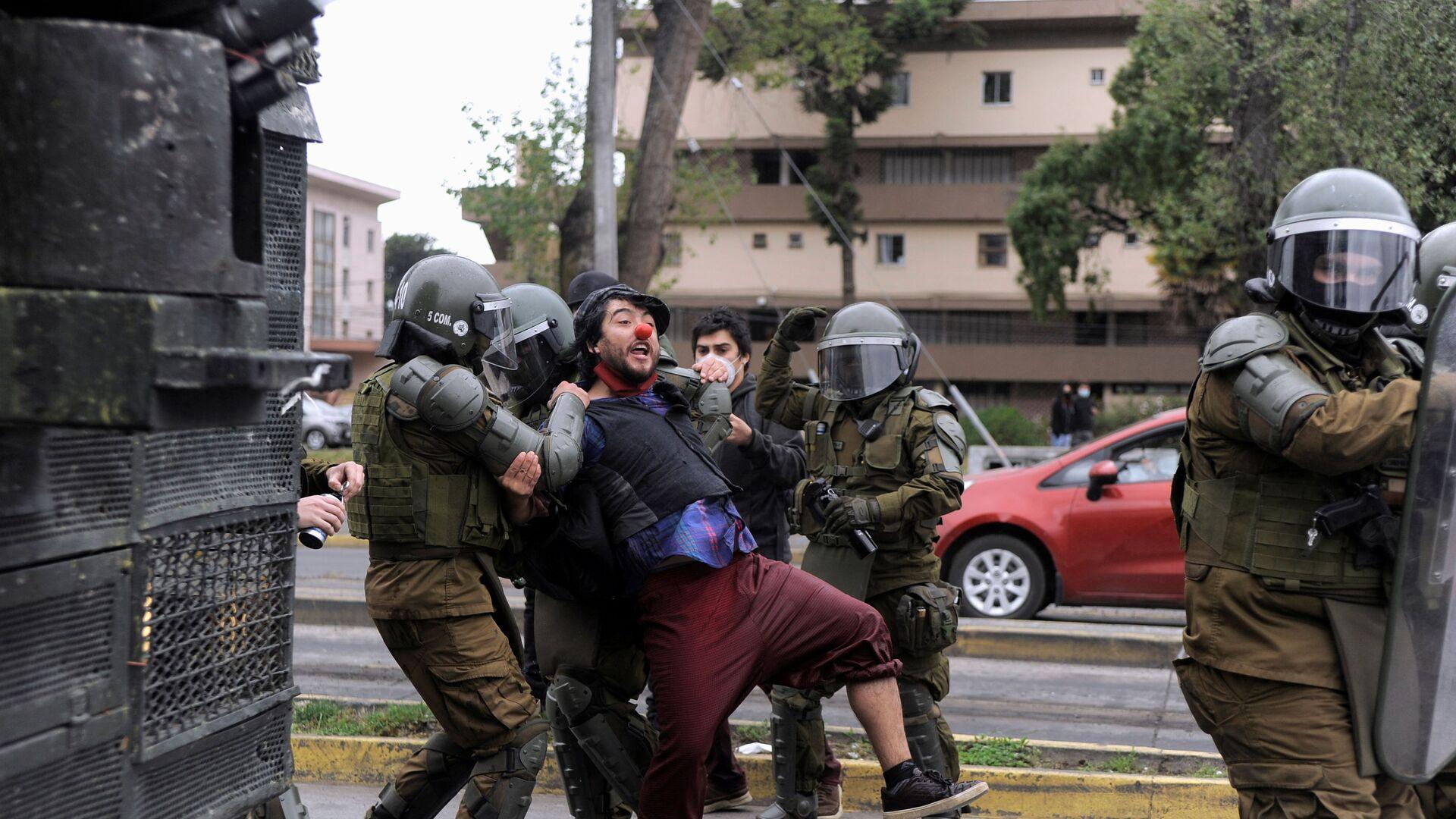 Policía chilena edurante las protestas - Sputnik Mundo, 1920, 15.07.2021