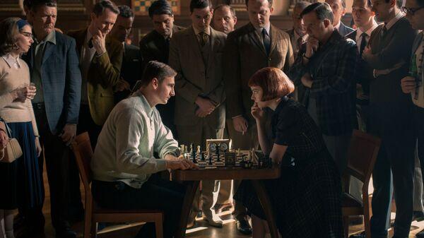 Escena de 'Gambito de dama' - Sputnik Mundo
