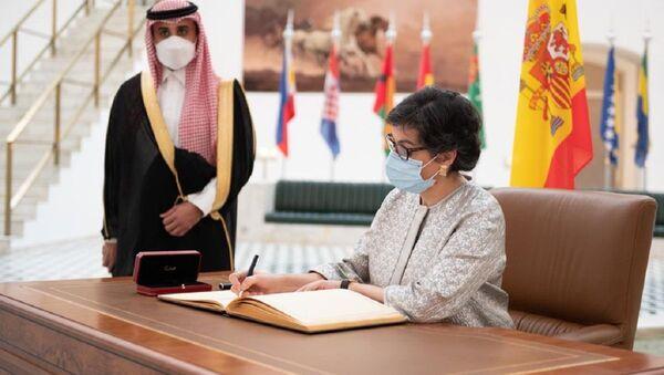 Arancha González Laya, la Ministra de Asuntos Exteriores de España, en Arabia Saudí - Sputnik Mundo