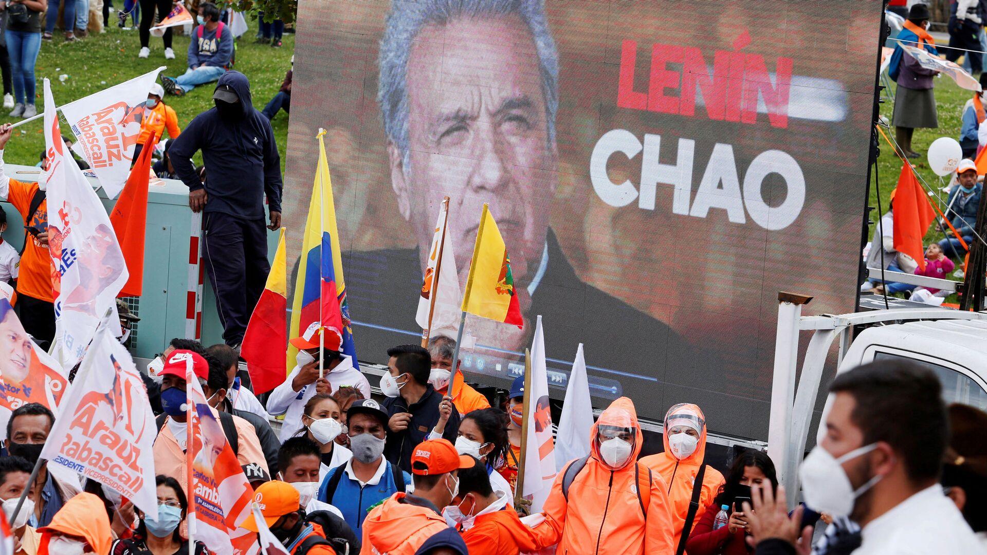 Una pantalla con la cara de Lenín Moreno en una manifestación de los partidarios de Andrés Arauz  - Sputnik Mundo, 1920, 09.02.2021