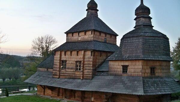 Iglesia de madera, región de Leópolis, Ucrania - Sputnik Mundo