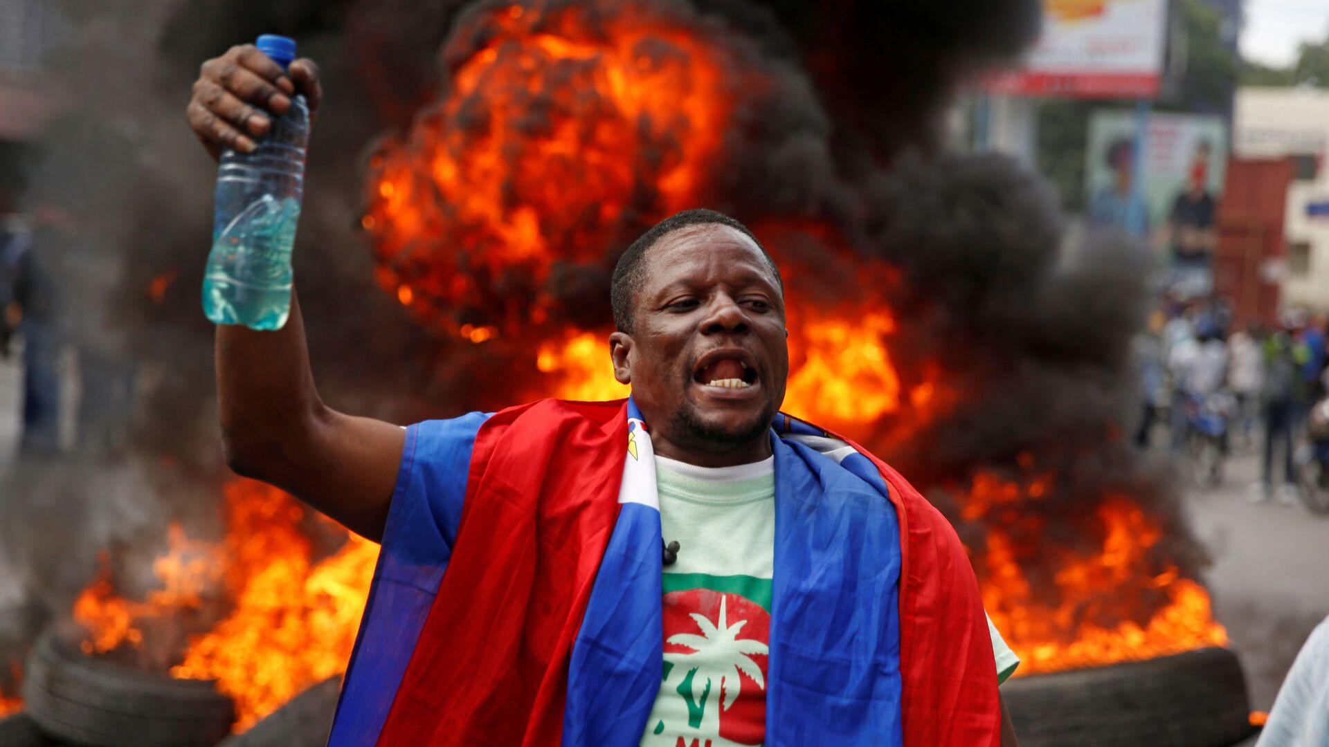 Un participante de protestas en Haití - Sputnik Mundo, 1920, 10.02.2021