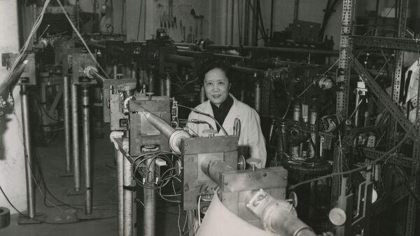 Chien-Shiung Wu en 1963, en Columbia University, Estados Unidos - Sputnik Mundo
