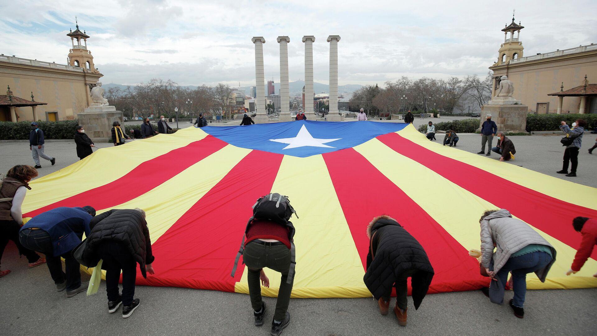 La Estelada, la bandera independentista catalana, en Barcelona - Sputnik Mundo, 1920, 15.02.2021