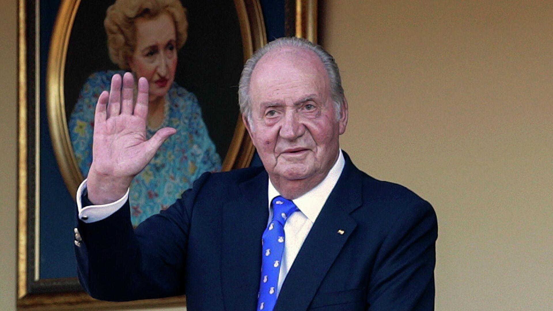 En esta fotografía de archivo del domingo 2 de junio de 2019, el rey emérito de España, Juan Carlos I, saluda durante una corrida de toros en la plaza de toros de Aranjuez, Madrid, España. - Sputnik Mundo, 1920, 26.02.2021