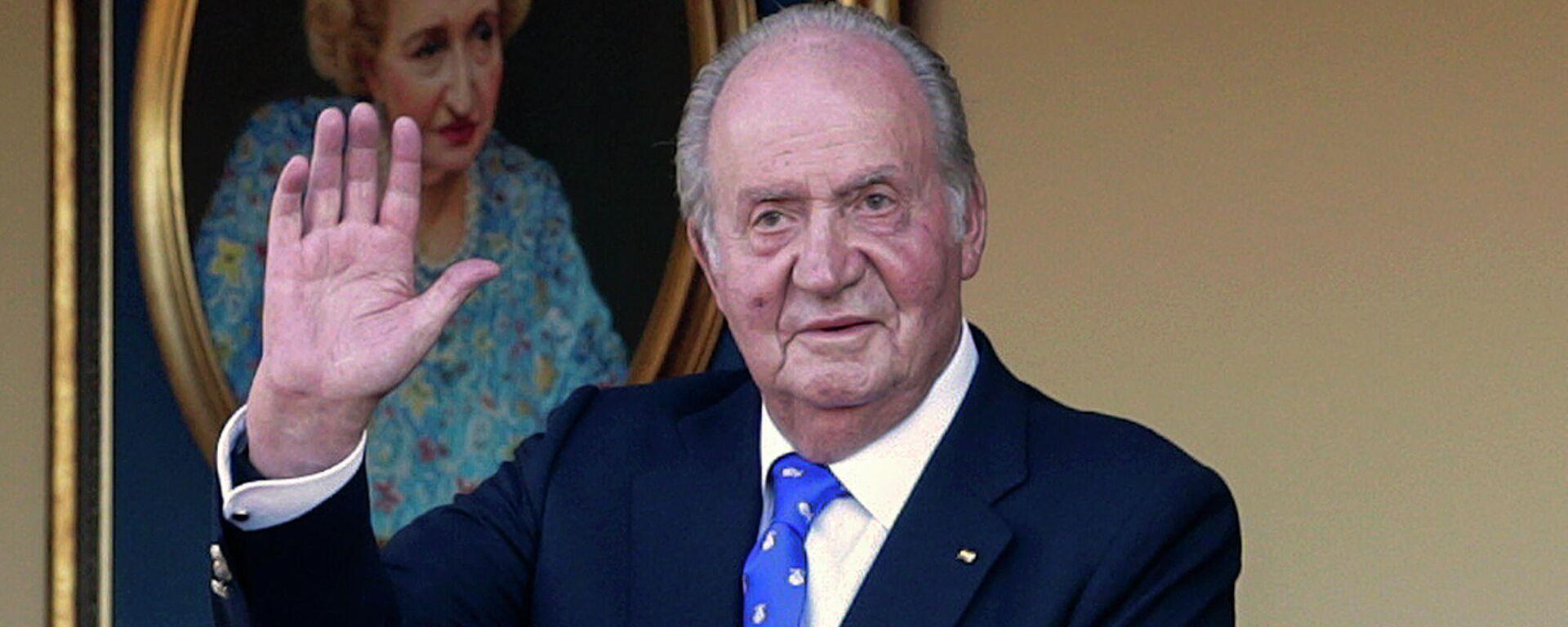 En esta fotografía de archivo del domingo 2 de junio de 2019, el rey emérito de España, Juan Carlos I, saluda durante una corrida de toros en la plaza de toros de Aranjuez, Madrid, España. - Sputnik Mundo, 1920, 12.05.2021