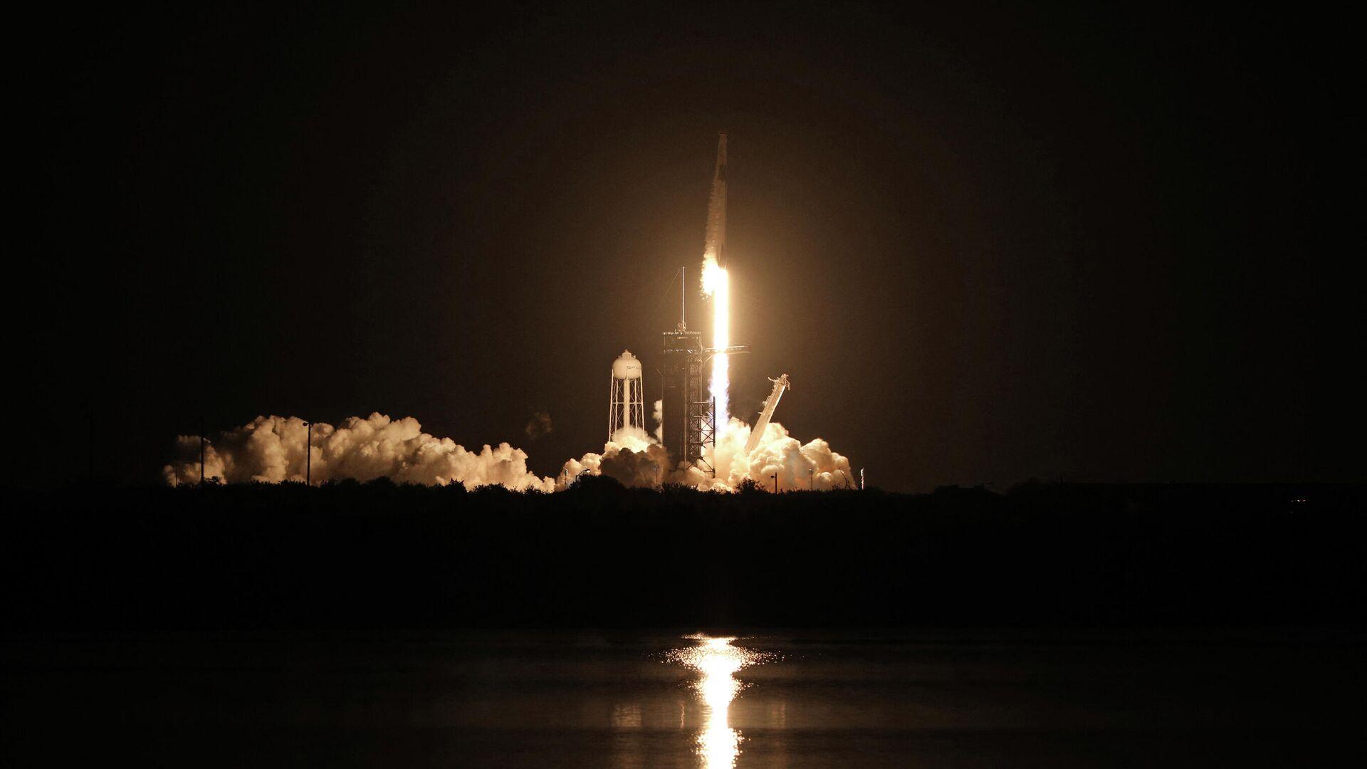 Lanzamiento de un cohete reutilizable Falcon 9 - Sputnik Mundo, 1920, 01.07.2021