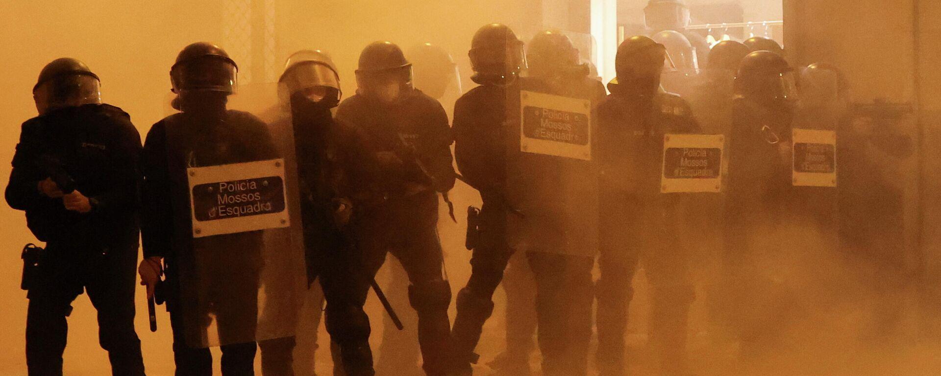 Disturbios en Barcelona por la detención del rapero Pablo Hasél - Sputnik Mundo, 1920, 19.02.2021