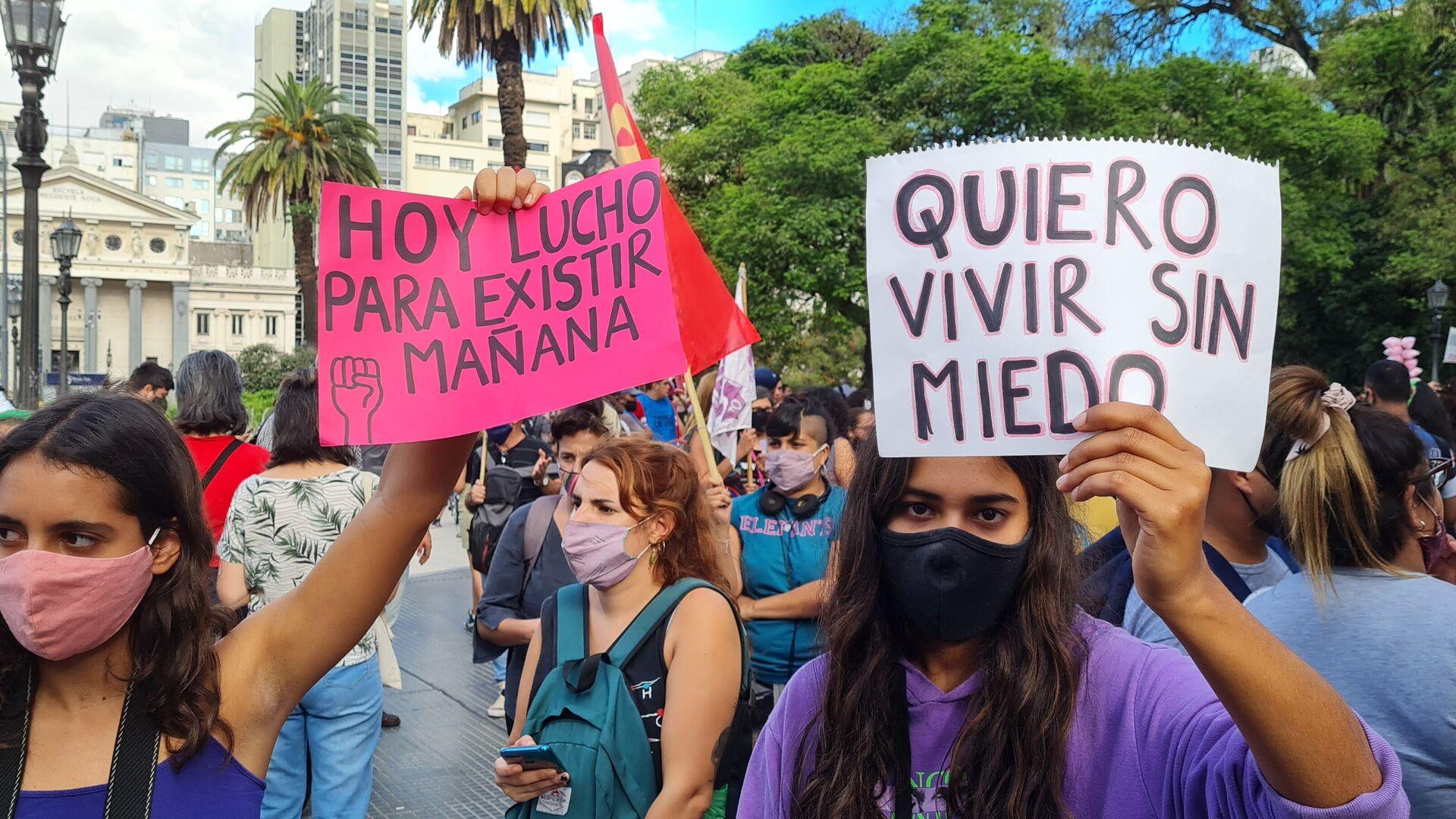 Miles de mujeres reclamaron frente al Palacio de Tribunales para exigir acciones al Estado para frenar los femicidios  - Sputnik Mundo, 1920, 25.02.2021