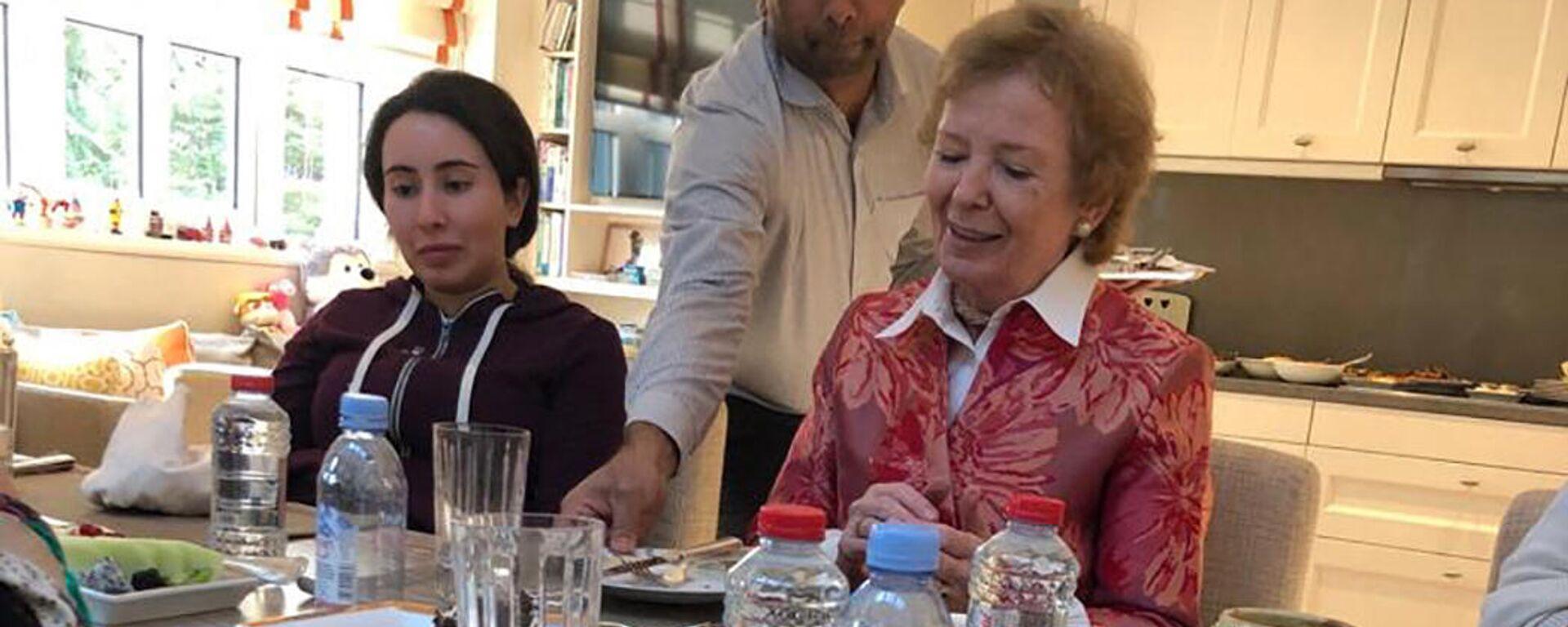 Jequesa Latifa (izquierda) junto a la expresidenta de Irlanda Mary Robinson - Sputnik Mundo, 1920, 18.02.2021