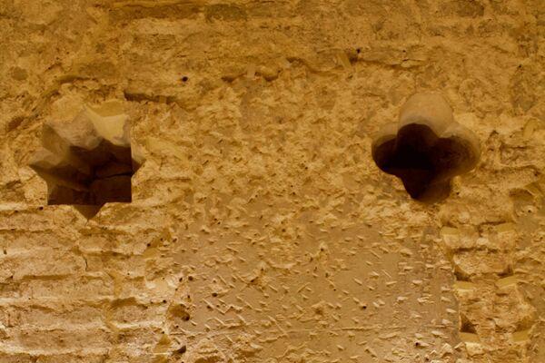 Diversas capas de los muros con las luceras en el fondo - Sputnik Mundo