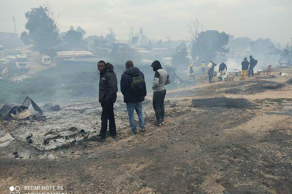Incendio del asentamiento de inmigrantes en Palos de la Frontera - Sputnik Mundo