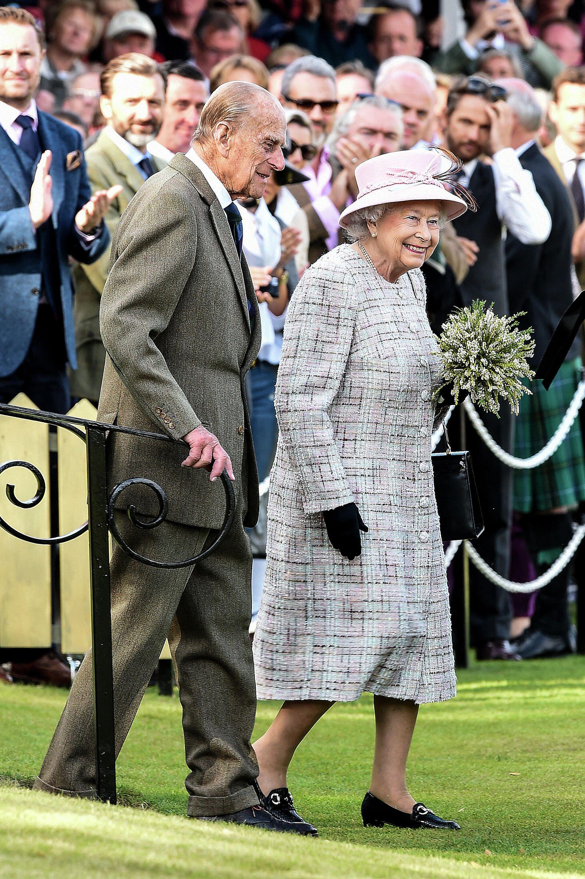 Isabel II y el príncipe Felipe en 2017 - Sputnik Mundo, 1920, 20.02.2021