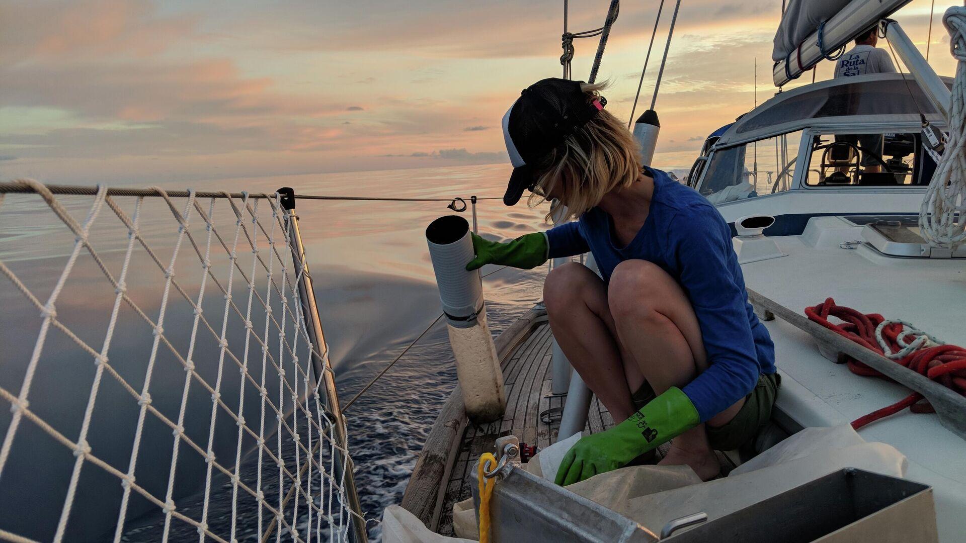 Agustina Besada recoge muestras de plástico en el océano en medio de una expedición - Sputnik Mundo, 1920, 22.02.2021