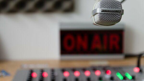 Imagen referencial de un estudio de radio - Sputnik Mundo