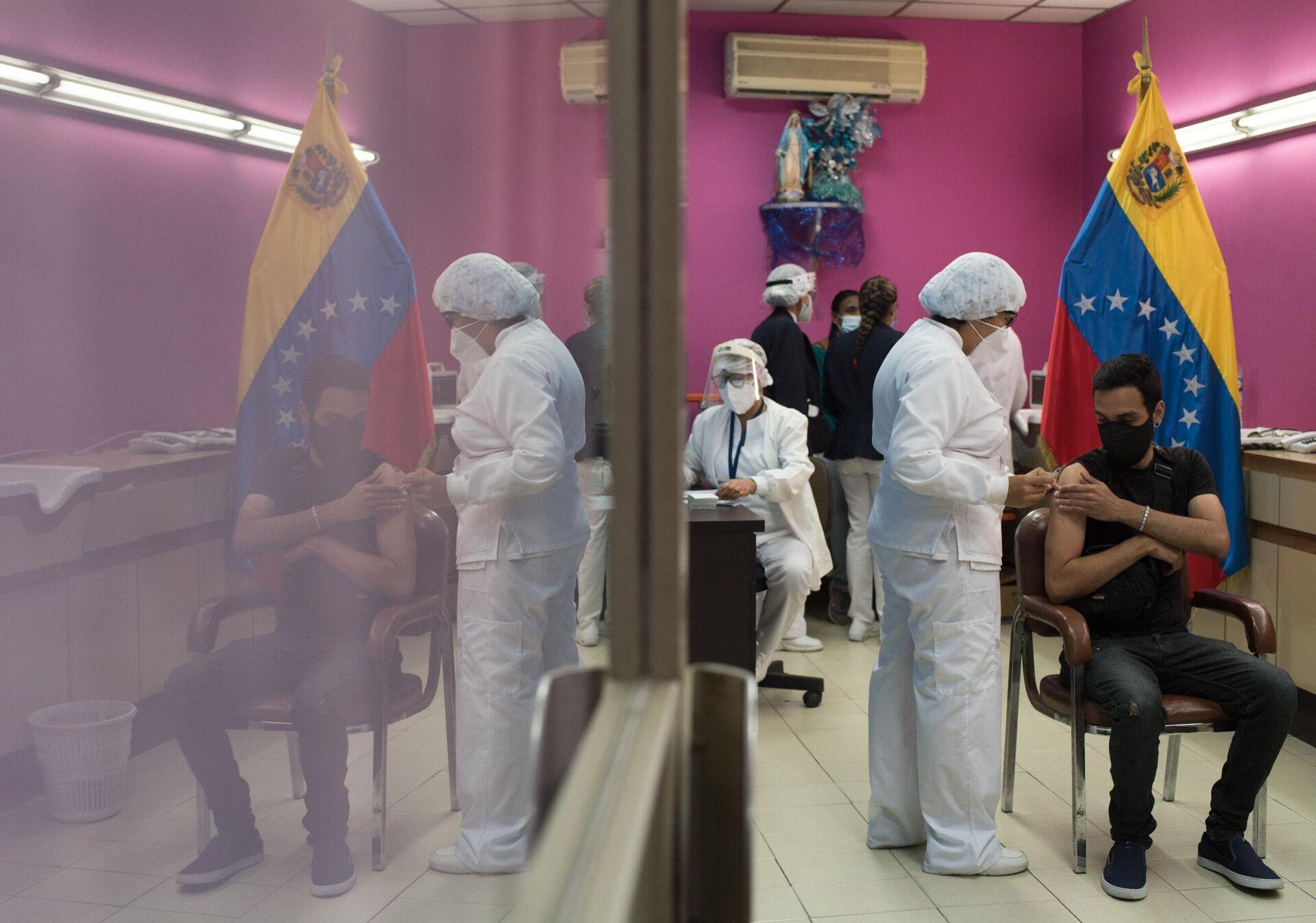 Trabajadores de la salud de Venezuela aplican dosis de la vacuna Sputnik V en Caracas - Sputnik Mundo, 1920, 23.02.2021