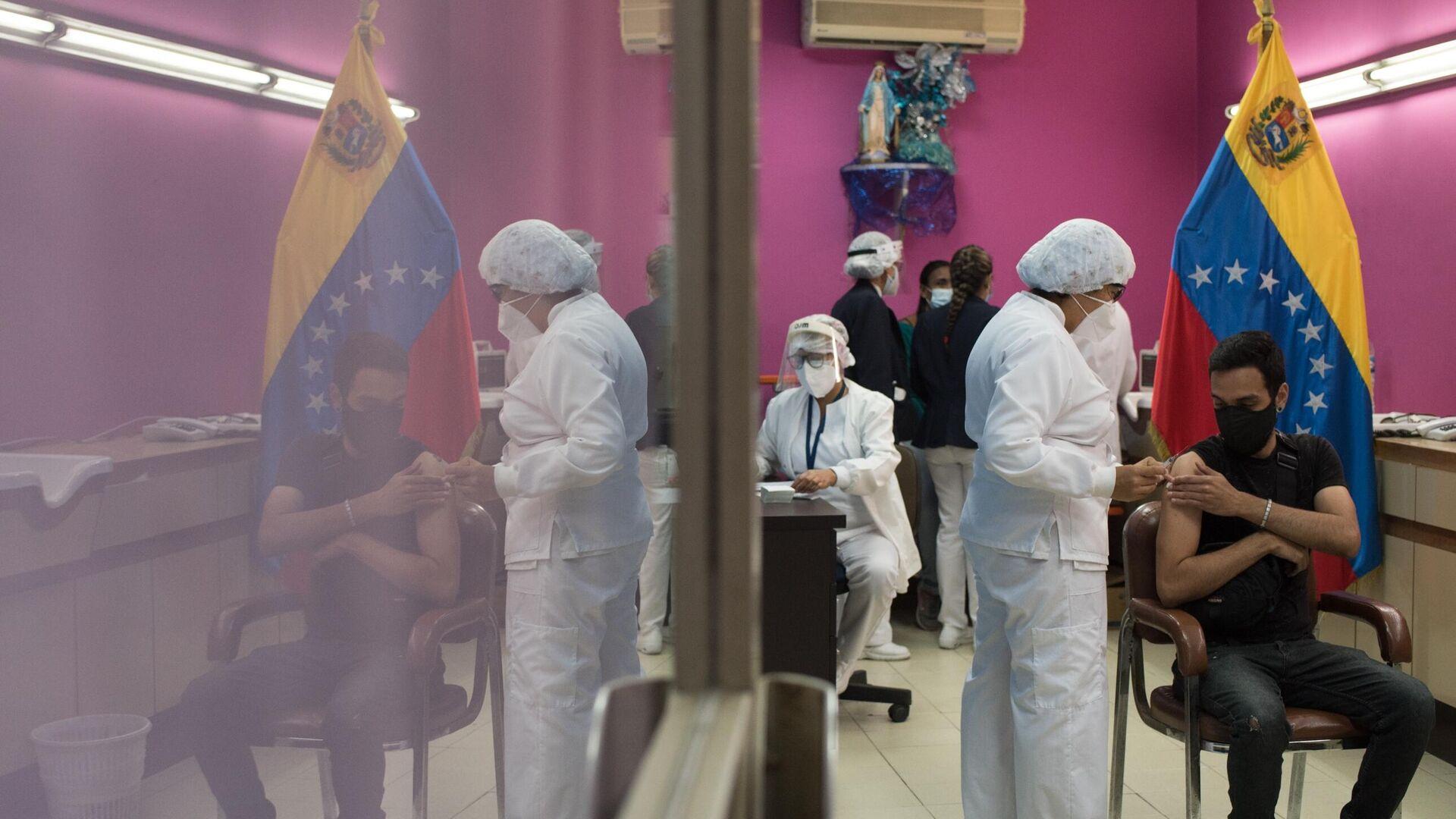 Trabajadores de la salud de Venezuela aplican dosis de la vacuna Sputnik V en Caracas - Sputnik Mundo, 1920, 05.04.2021