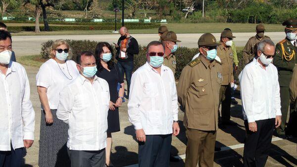 Participantes en acto de entrega de condecoraciones al MINFAR de Cuba por el Gobierno de Rusia - Sputnik Mundo