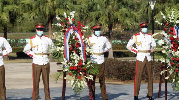 Ofrendas florales en el Mausoleo al Soldado Internacionalista Soviético en La Habana - Sputnik Mundo
