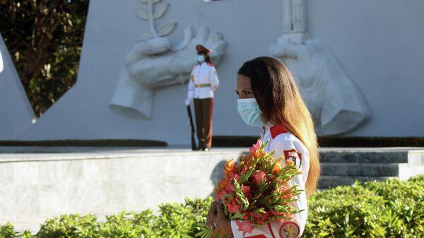 Flores en el Mausoleo al Soldado Internacionalista Soviético, La Habana - Sputnik Mundo