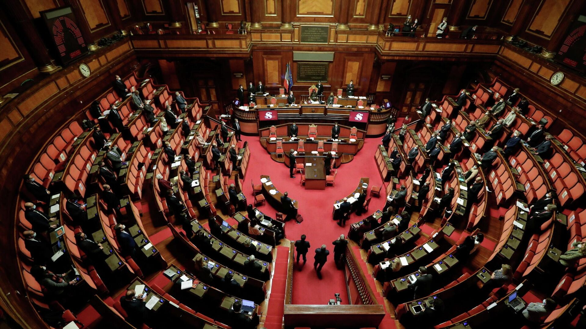 El Parlamento italiano guardando un minuto de silencio en memoria del embajador Luca Attanasio - Sputnik Mundo, 1920, 24.02.2021