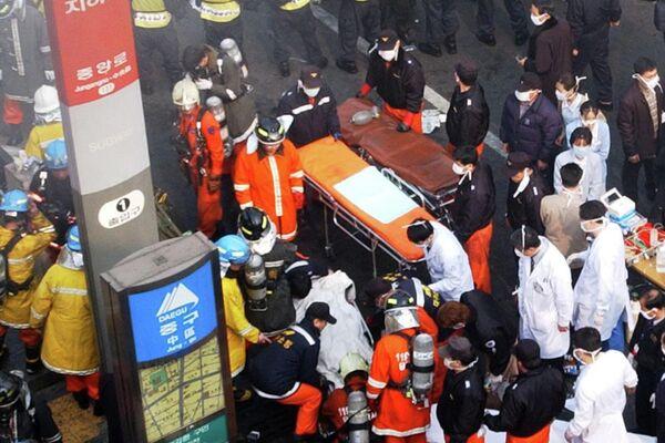 Los paramédicos y bomberos en el lugar de la tragedia - Sputnik Mundo