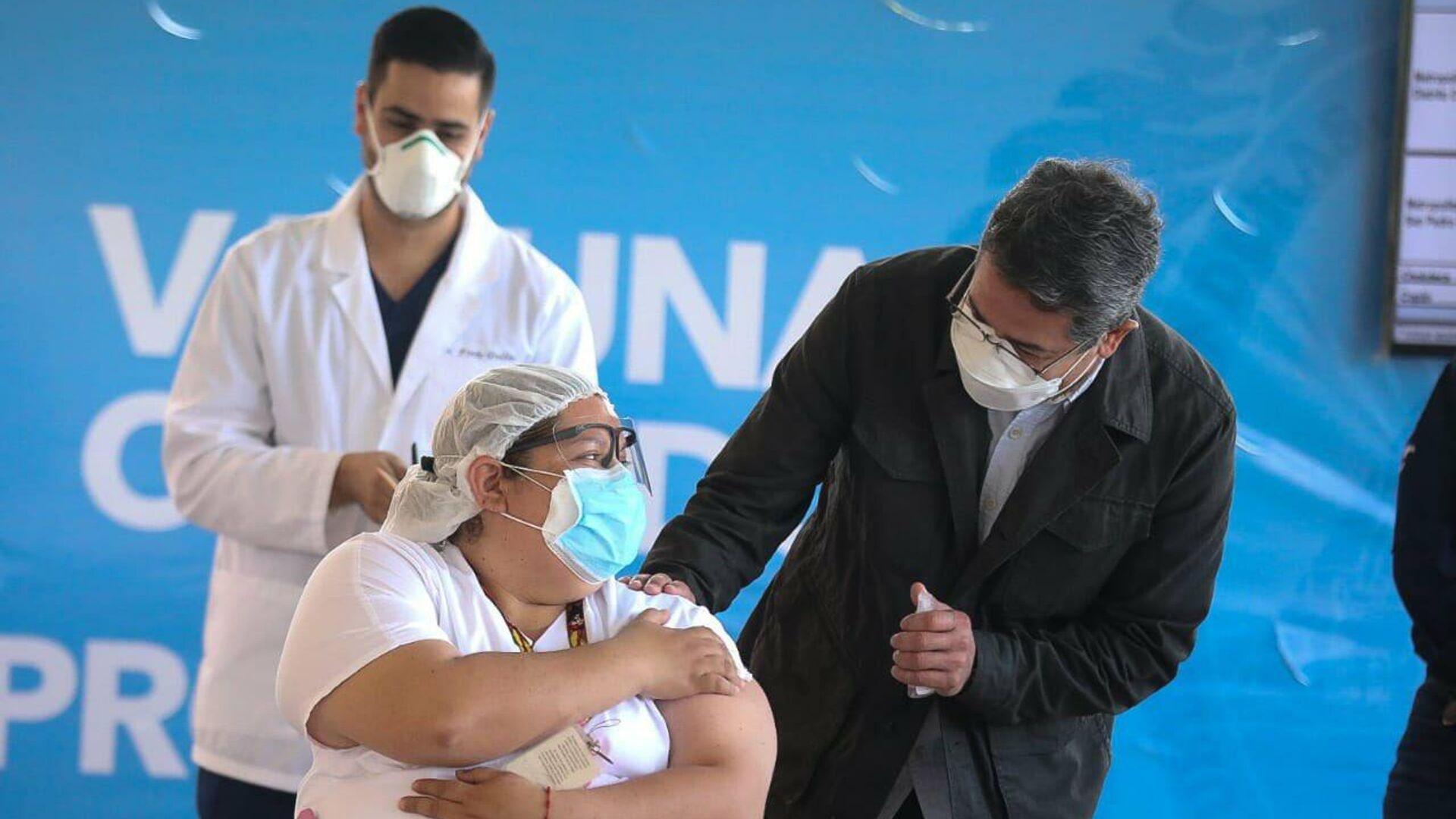 Juan Orlando Hernández, presidente de Honduras, durante del inicio del proceso de vacunación contra COVID-19 - Sputnik Mundo, 1920, 26.02.2021