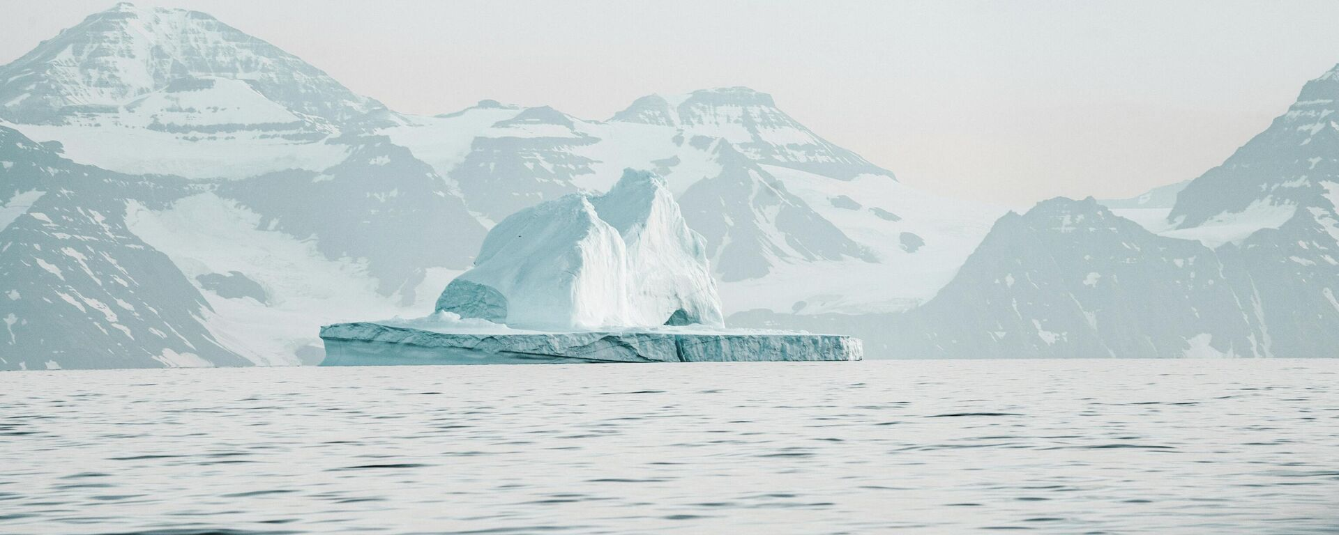 Un témpano de hielo en el Ártico - Sputnik Mundo, 1920, 26.02.2021