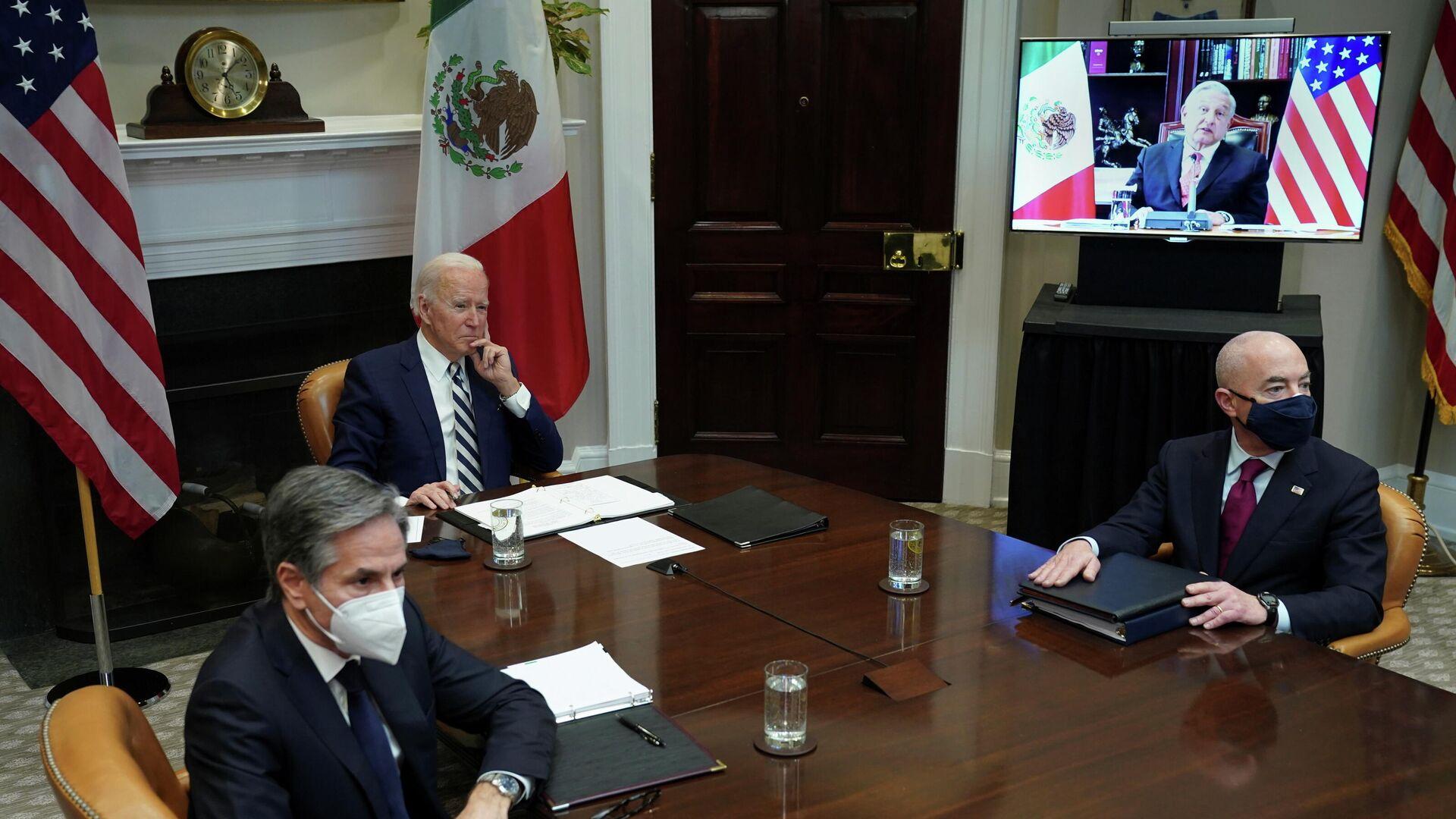 Una reunión entre el presidente de Estados Unidos, Joe Biden, y el presidente de México, Andrés Manuel López Obrador - Sputnik Mundo, 1920, 02.03.2021