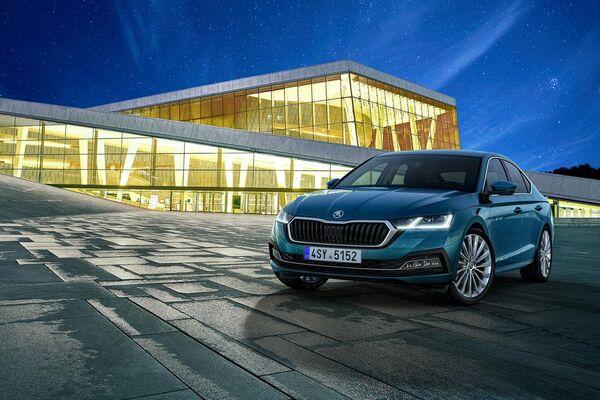 El Skoda Octavia quedó en el quinto lugar con 199 puntos. El auto está presentado en versiones de gasolina, diésel e híbridas enchufables de hasta 245 caballos de fuerza. - Sputnik Mundo