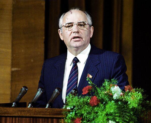 Gorbachov nació el 2 de marzo de 1931. En 2021, se convirtió en el líder soviético más longevo de la historia. En la foto: el secretario general del Comité Central del Partido Comunista de la Unión Soviética, Mijaíl Gorbachov, durante una visita al Lejano Oriente. - Sputnik Mundo