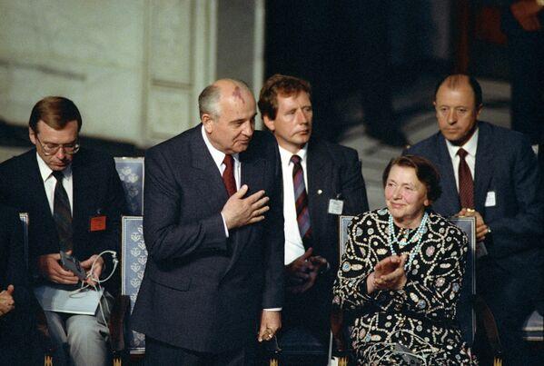 En 1990, Gorbachov fue galardonado con el premio Nobel de la Paz. - Sputnik Mundo